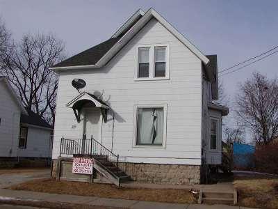 Oshkosh Single Family Home For Sale: 724 Prospect