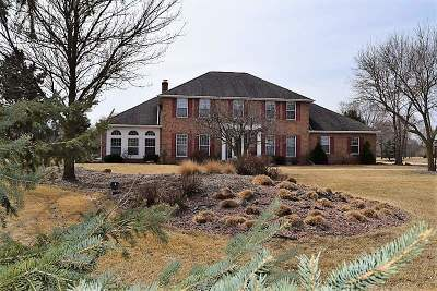 Single Family Home For Sale: 926 Country Club
