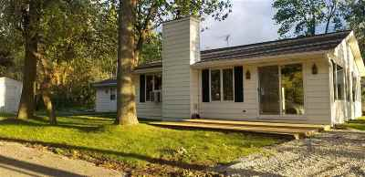 Luxemburg Single Family Home Active-No Offer: 393 Breezy Acres
