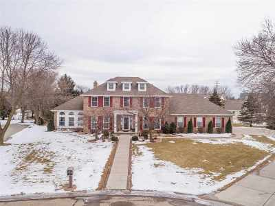 Neenah Single Family Home For Sale: 989 Prairie View