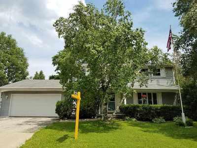 Neenah Single Family Home Active-No Offer: 1012 Bridgewood