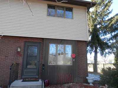 Menasha Condo/Townhouse Active-Offer No Bump: 1074 Manitowoc