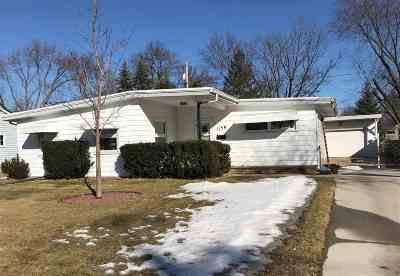 Neenah Single Family Home For Sale: 1156 Maple