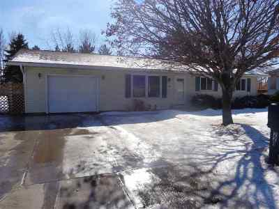 Shawano Single Family Home For Sale: 221 Pearl