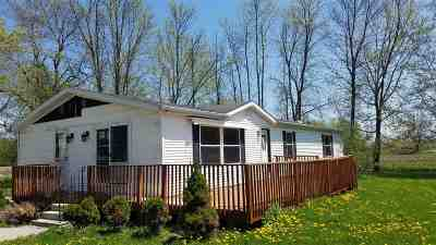 Little Suamico Single Family Home Active-No Offer: 1214 Hwy J