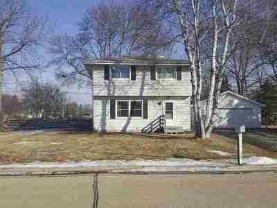 Menasha Single Family Home Active-Offer No Bump: 1017 Deerfield