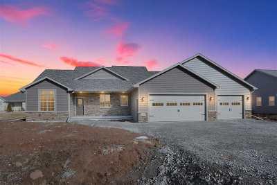 Kaukauna Single Family Home Active-No Offer: 812 E Evergreen