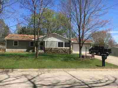 Shawano Single Family Home For Sale: 1420 S Evergreen