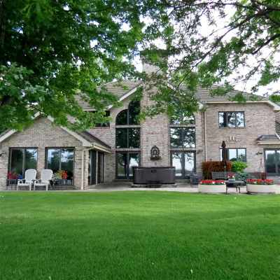 Menasha Single Family Home Active-No Offer: 900 Keyes