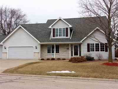 Neenah Single Family Home For Sale: 130 Hilltop