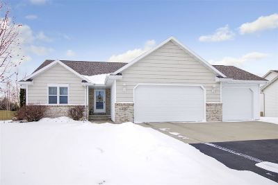 Menasha Single Family Home Active-Offer No Bump: 2157 Deer Haven