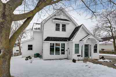 Kaukauna Single Family Home Active-Offer No Bump: 216 Gertrude