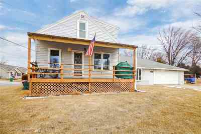 Kaukauna Single Family Home Active-No Offer: 1392 Buchanan