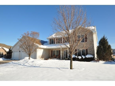 Neenah Single Family Home For Sale: 1835 Gateway Meadows