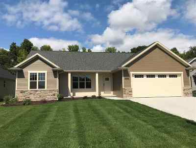 Menasha Single Family Home Active-No Offer: 2936 Villa