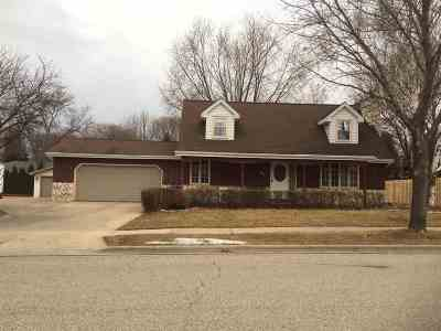 Kaukauna Single Family Home Active-No Offer: 901 Rosehill