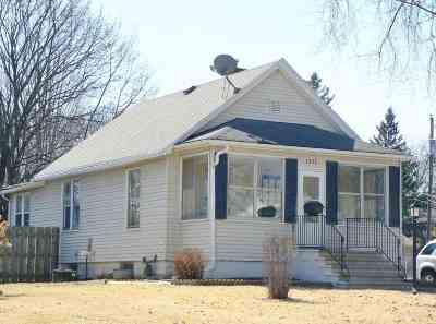 Green Bay Single Family Home Active-No Offer: 1237 Dousman