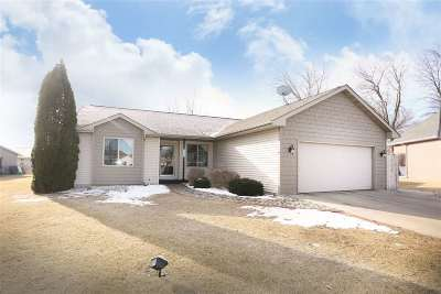 Oshkosh Single Family Home Active-Offer No Bump: 1380 Judy Lee