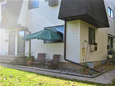 Neenah Condo/Townhouse For Sale: 1720 Wendy