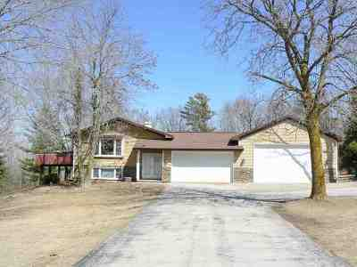 De Pere Single Family Home Active-No Offer: 3703 Heritage