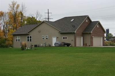 De Pere Single Family Home Active-No Offer: 3035 S Whistling