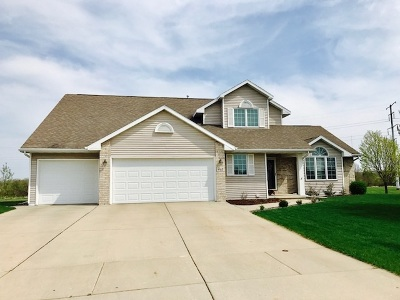 De Pere Single Family Home Active-No Offer: 465 Winding Waters