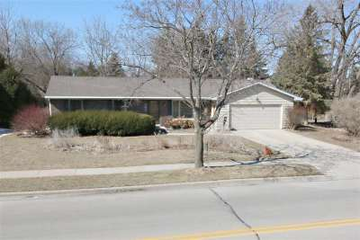 De Pere Single Family Home Active-No Offer: 402 Apollo