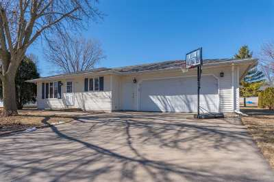 Little Chute WI Single Family Home Active-No Offer: $149,900
