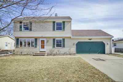 Neenah Single Family Home Active-No Offer: 1058 Green Acres