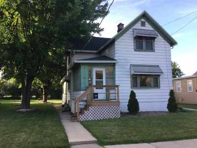 Menasha Single Family Home Active-No Offer: 812 Broad