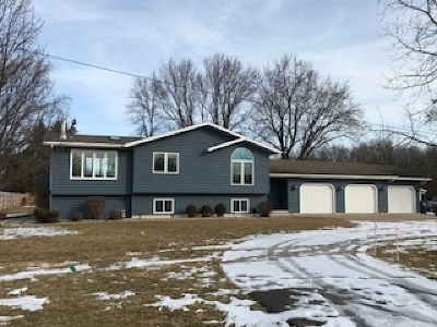 Neenah Single Family Home Active-Offer W/Bump: 122 Klompen