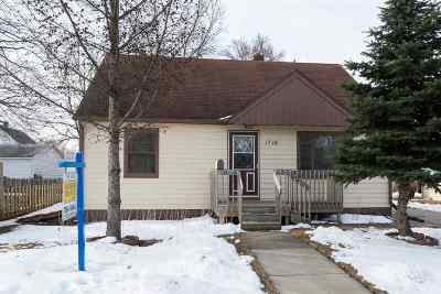 Appleton WI Single Family Home Active-No Offer: $124,900