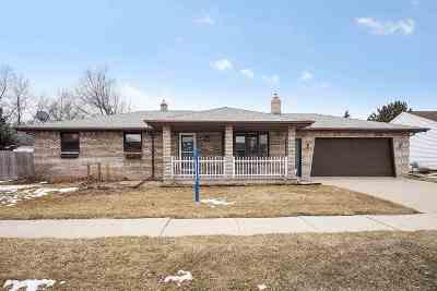 Kaukauna Single Family Home Active-Offer No Bump: 2909 Hendricks
