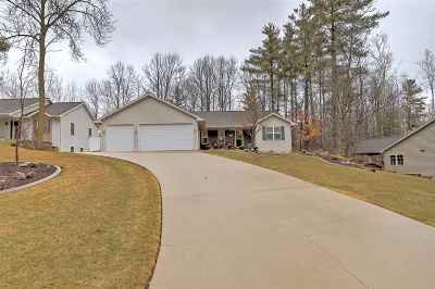Kaukauna Single Family Home Active-Offer No Bump: 25 Woodhaven