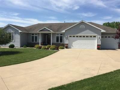 Neenah Single Family Home Active-No Offer: 1537 Fallow
