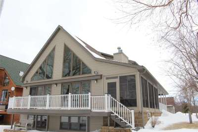Winneconne Single Family Home Active-Offer No Bump: 8304 Brandon