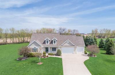 Neenah Single Family Home Active-No Offer: W7490 Ridgeside