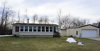 Oconto Single Family Home Active-Offer W/Bump: 112 Putnam