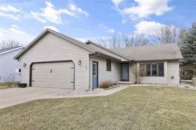 Kaukauna Single Family Home Active-Offer No Bump: 1208 Oriole