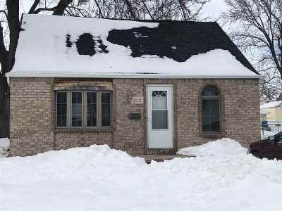 Little Chute Single Family Home Active-Offer No Bump: 912 Lafollette