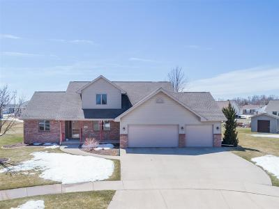 Kaukauna Single Family Home Active-Offer No Bump: 1848 Cobblestone