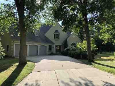 Neenah Single Family Home Active-No Offer: 1028 Timber Run