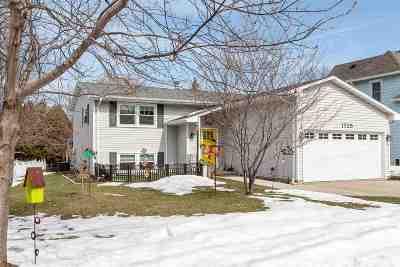 Kaukauna Single Family Home Active-Offer No Bump: 1725 Lawe