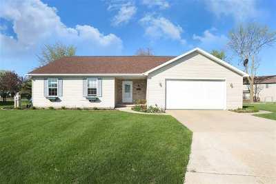 Menasha Single Family Home Active-Offer No Bump: 1212 Bluegrass