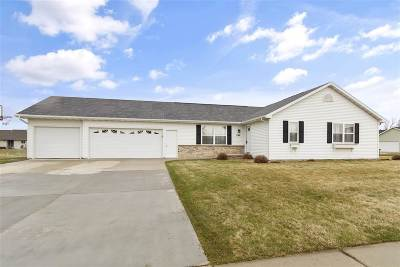 Kaukauna Single Family Home Active-Offer No Bump: 2301 Olde Country