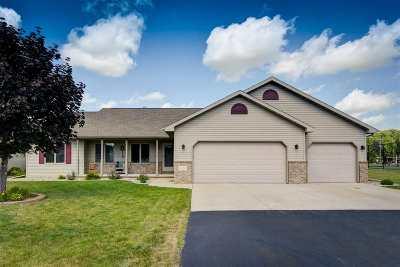 Menasha Single Family Home Active-No Offer: 2162 Deer Haven