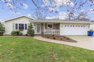 Menasha Single Family Home Active-Offer No Bump: 1117 Meadowview