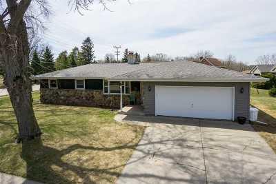 Kaukauna Single Family Home Active-Offer No Bump: 1033 Apple Blossom