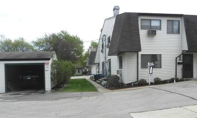 Neenah Condo/Townhouse Active-No Offer: 829 Kay Kourt
