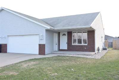 Little Chute Single Family Home Active-Offer No Bump: 1827 Meadowview